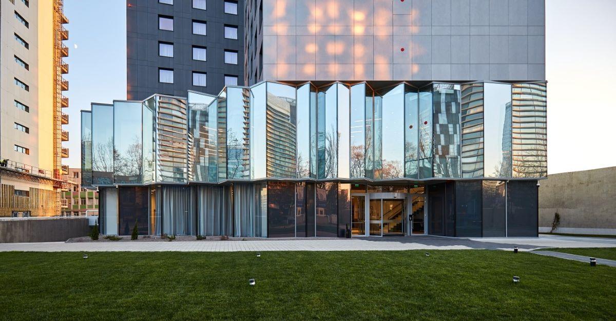 Guardian Glass furnizeaza sticla pentru fatadele vitrate ale primului hotel Courtyard by Marriott din Romania