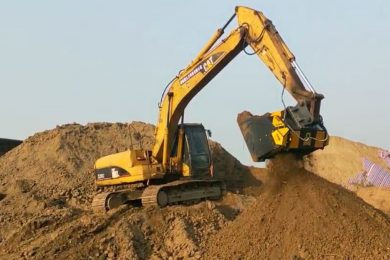 653_MB-HDS320 – Caterpillar 320C – China – Screen and mix against pollution – Soil