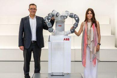 800.ABB_Robotics_acquires_ASTI_Mobile_Robotics_Goods-to-person_Sami_Atiya_and_ASTI_CEO_small