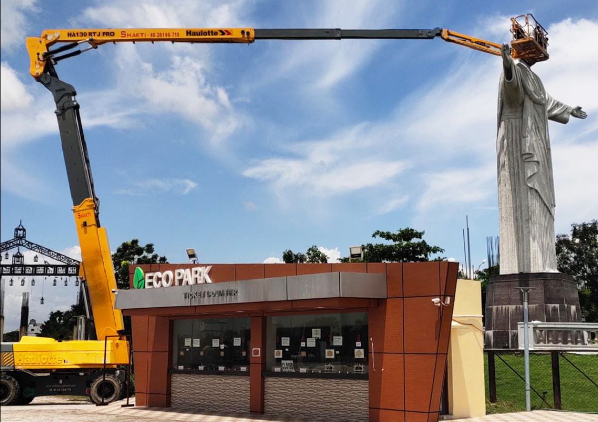 Big Booms for Big Projects. Haulotte big booms are ideal for the maintenance of XXL works of art