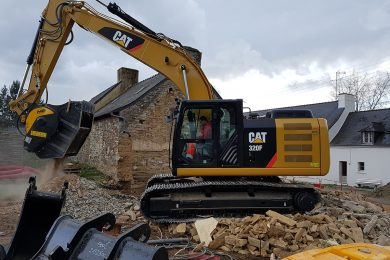 BF80.3_Caterpillar 320F_France_demolition