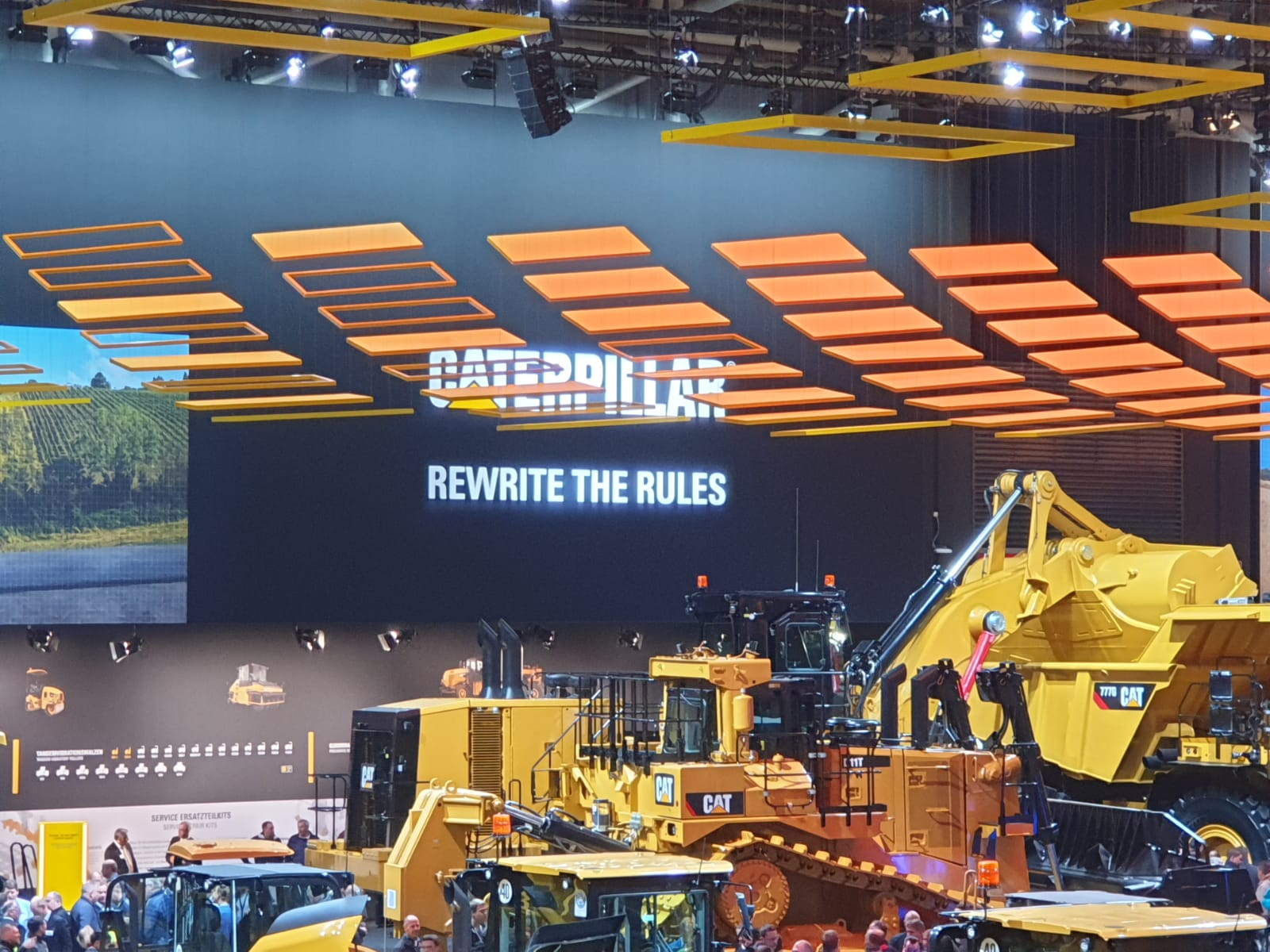 "Utilajele Caterpillar rescriu regulile de pe santier ""Rewrite the Rules"""
