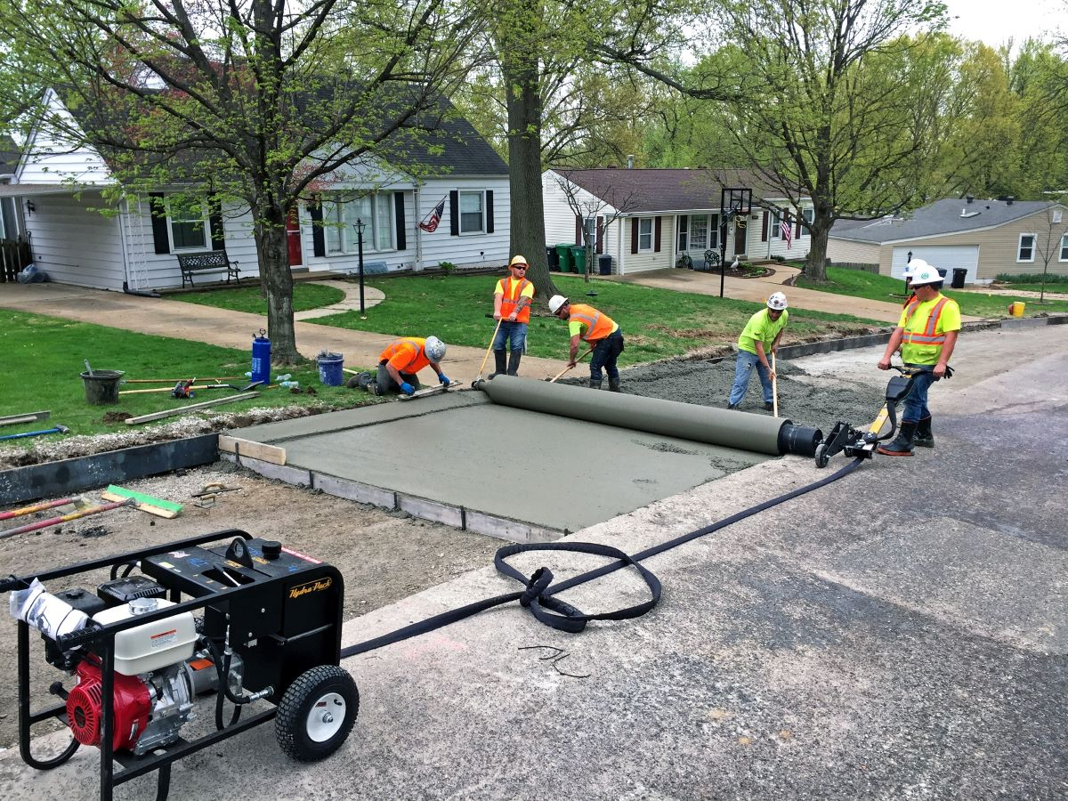 Curb Roller Manufacturing Makes Concrete Work Easy  with the Hydra-Screed HS3000