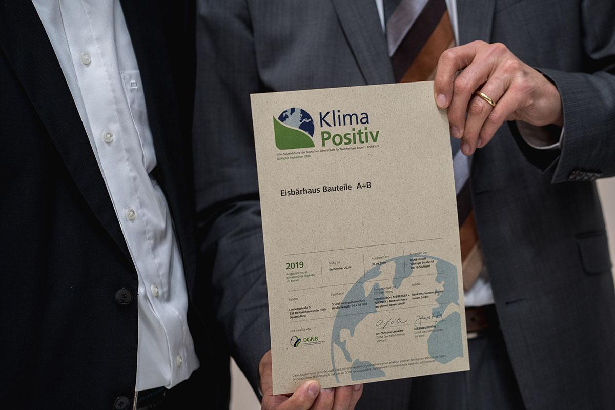 """Neue DGNB Auszeichnung """"Klimapositiv"""" für Gebäude mit aktivem Beitrag zum Klimaschutz"""