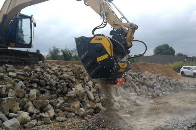 Foto 2_BF80.3 – Caterpillar 323 – France – Recycling – Concrete