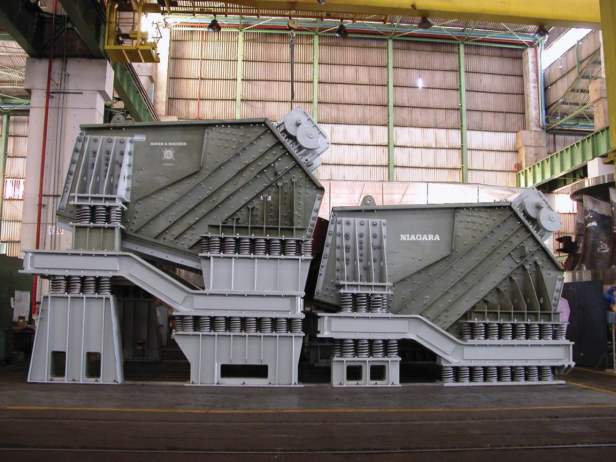 Produce up to 15,000 Tons Per Hour with the  Niagara XL-Class Vibrating Screen