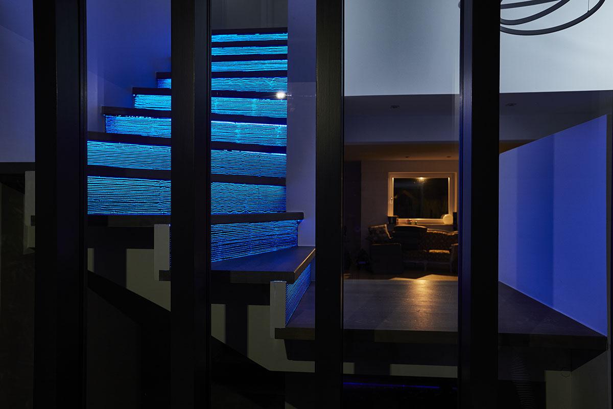 Leuchtende Treppen aus LUCEM Lichtbeton® für innen und außen