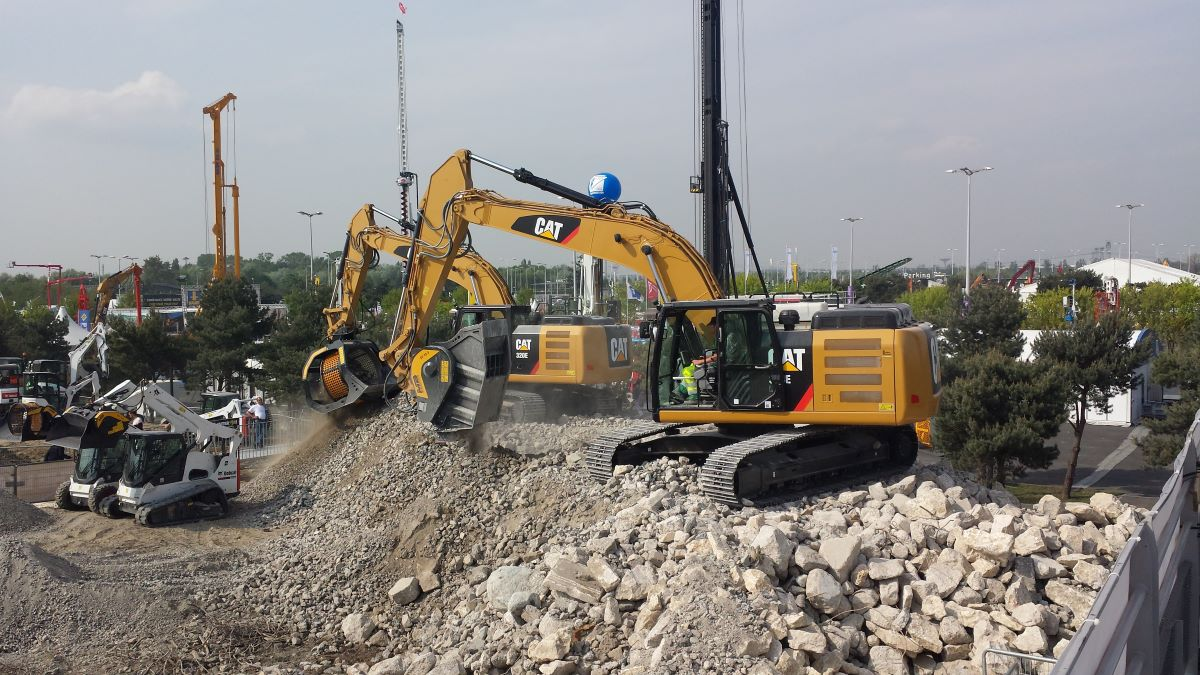 LET THE SHOW BEGIN! MB Crusher tour of the construction and MMT trade fairs.