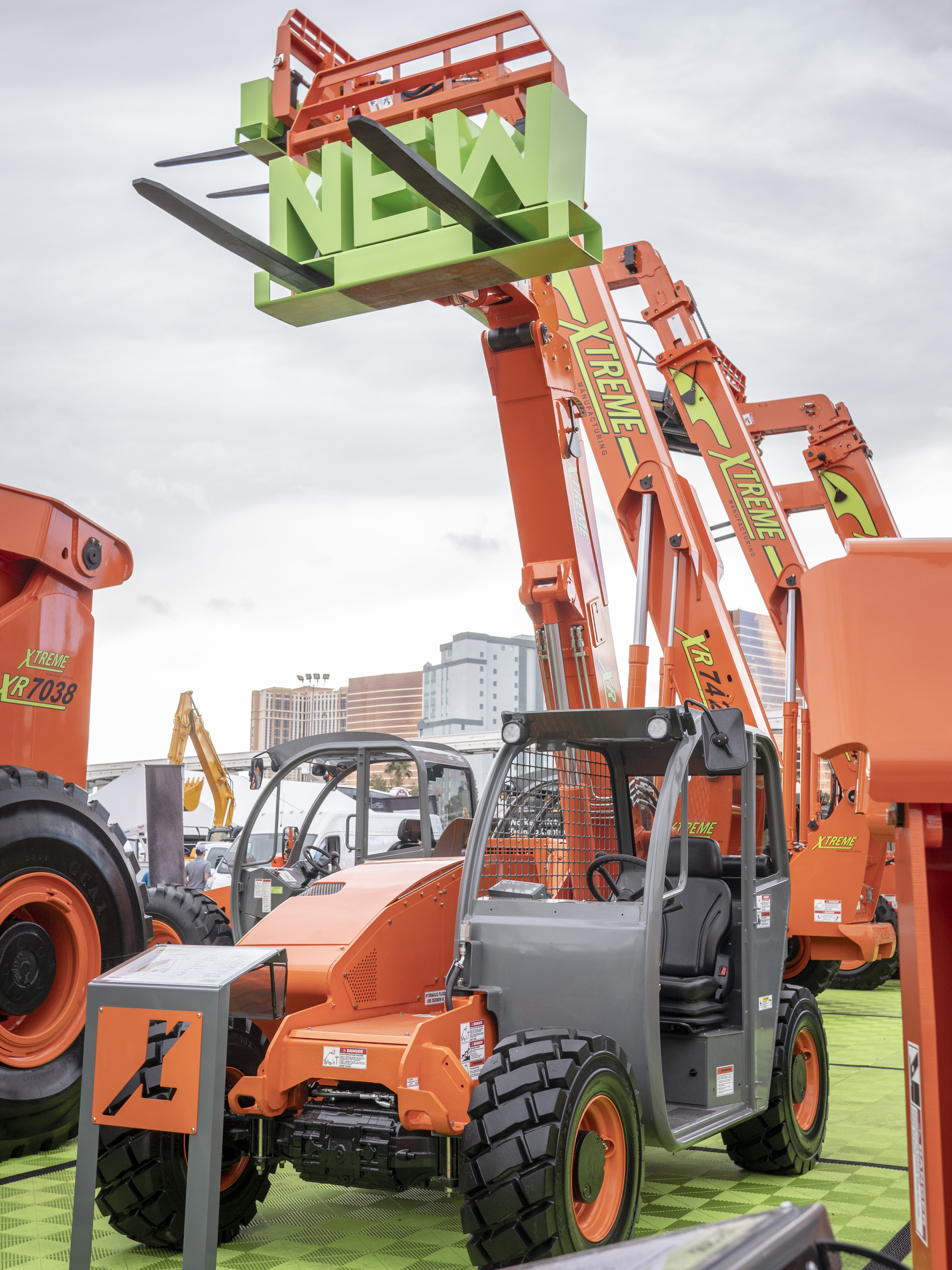 XTREME MANUFACTURING UNVEILS XR619 COMPACT TELEHANDLER