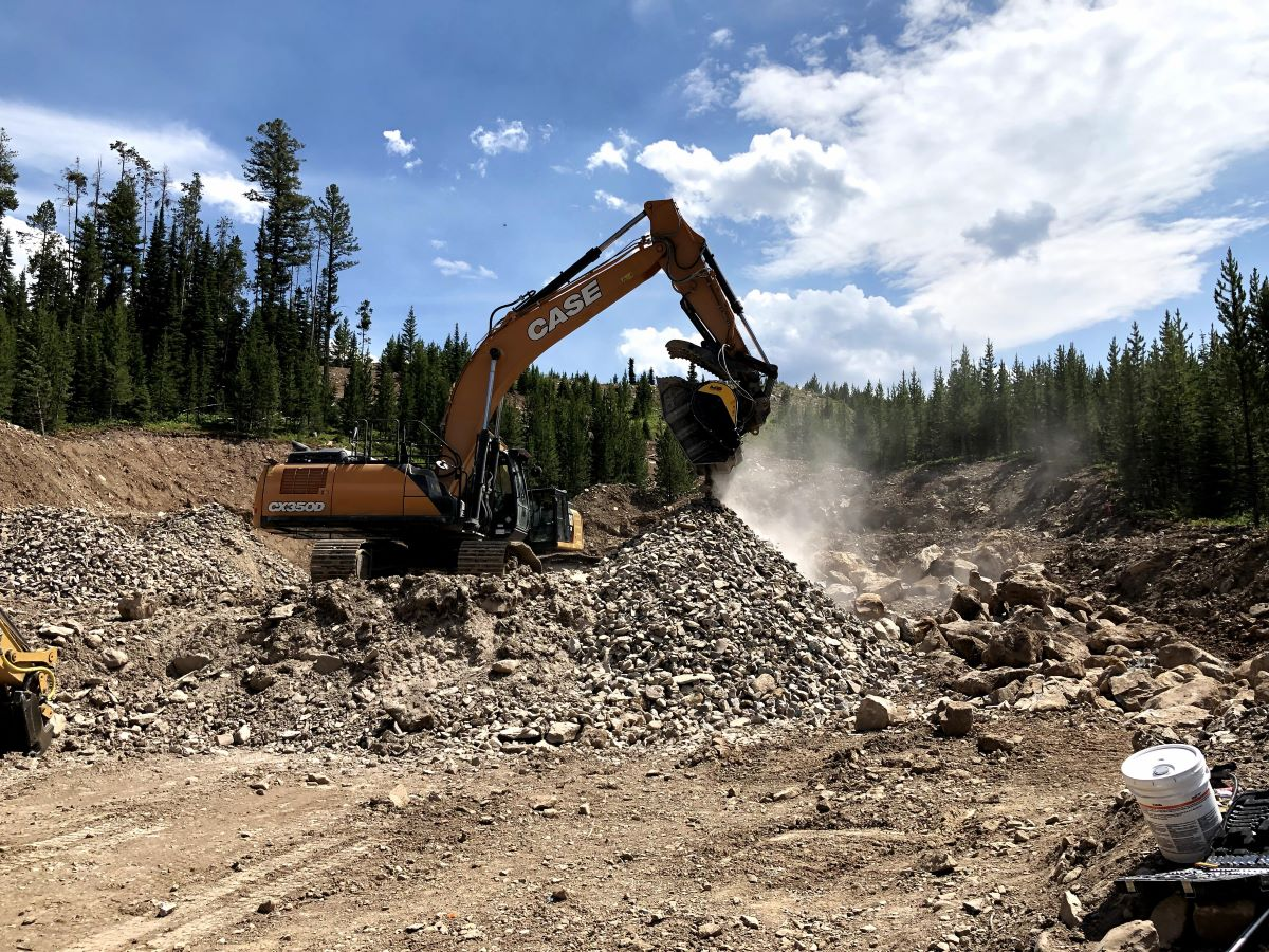HOW TO WORK ON THE CONSTRUCTION SITE WITH EASE. A brief handbook for an autonomous construction site – written with the help of MB Crushers customers
